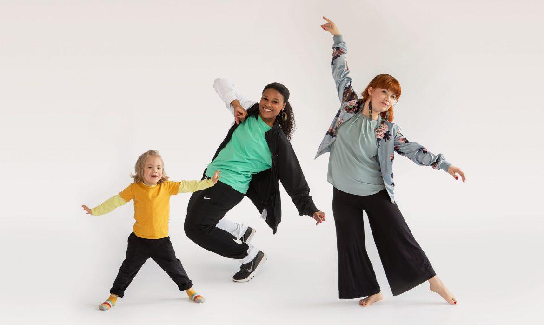 kolme tanssijaa